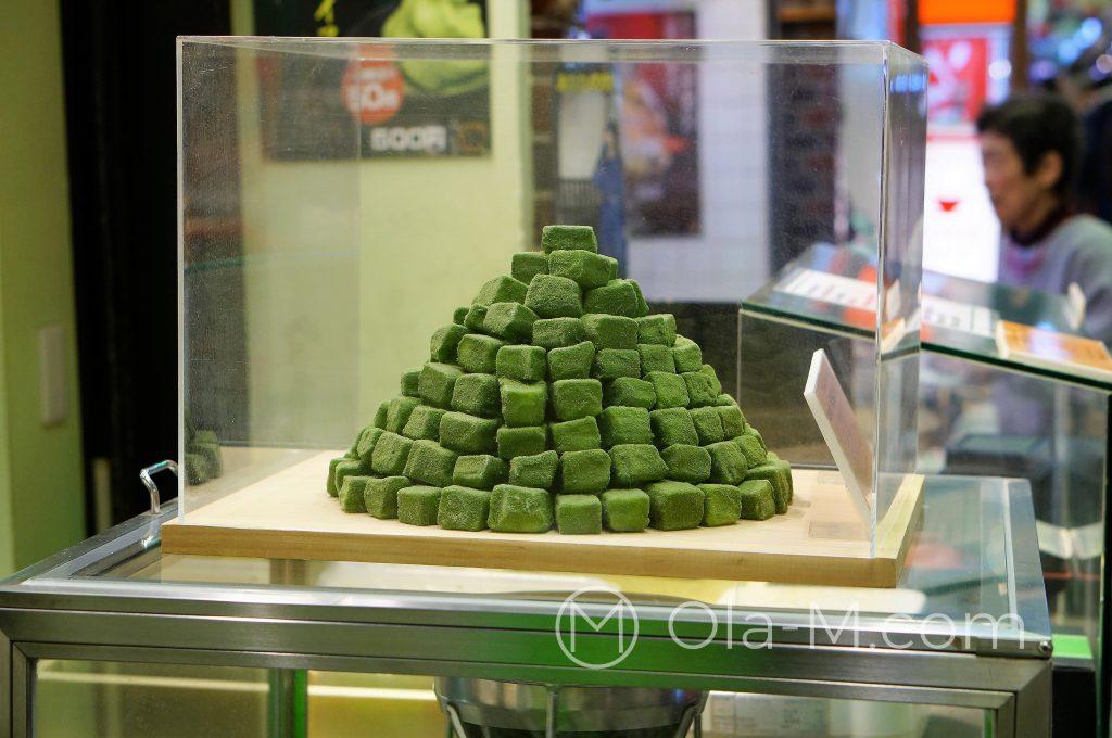 Kioto, targ Nishiki, słodycze z matchą