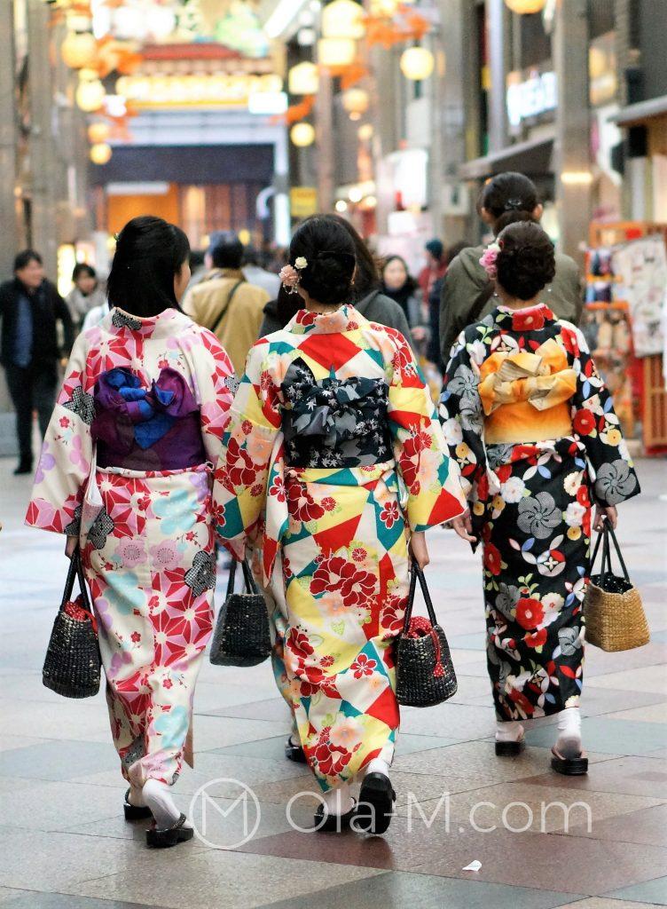 Kioto, targ Nishiki - Japonki w tradycyjnych strojach
