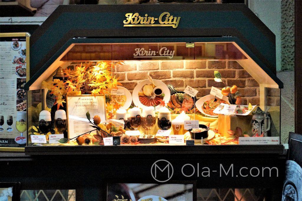 Japonia, witryna restauracji z makietami potraw