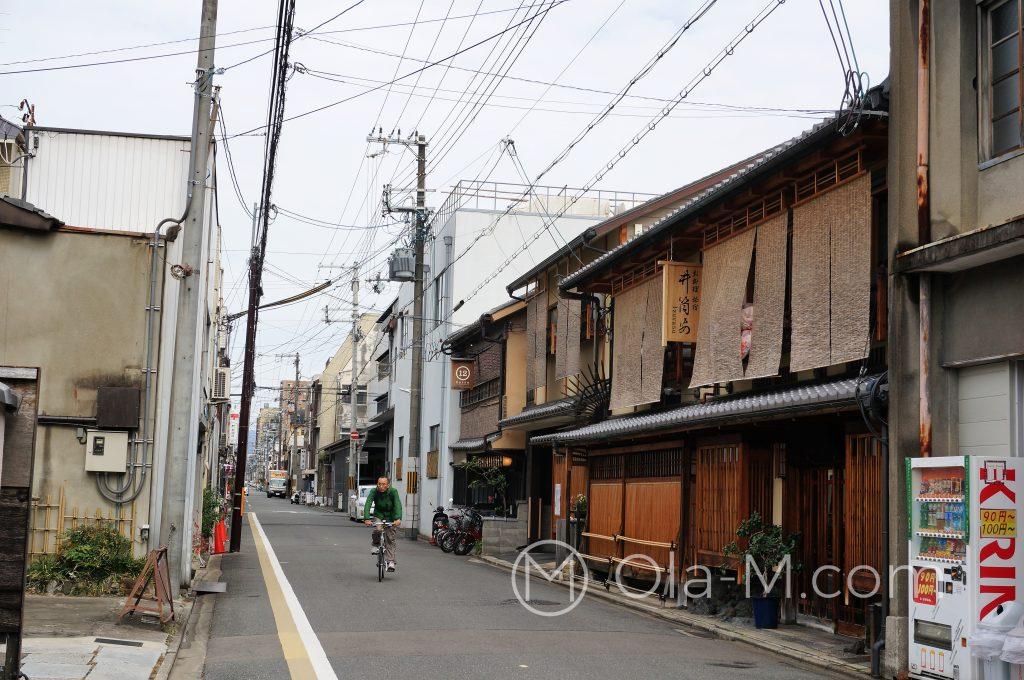 Japonia - Kioto - boczne uliczki w centrum są spokojne