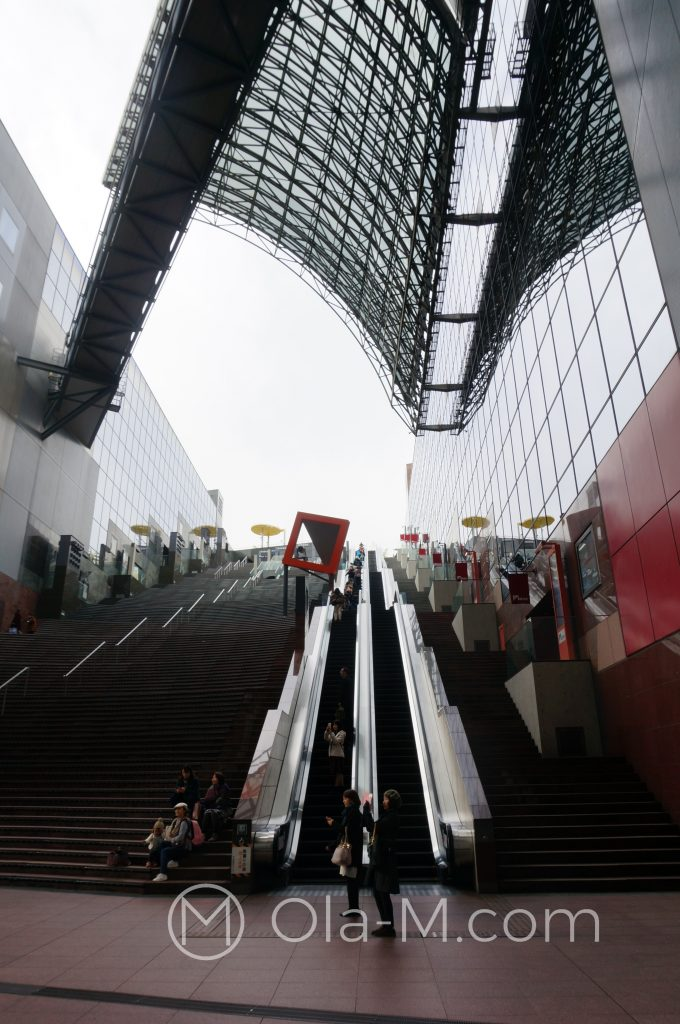 Dworzec w Kioto - schody na platformę widokową (11 pieter)
