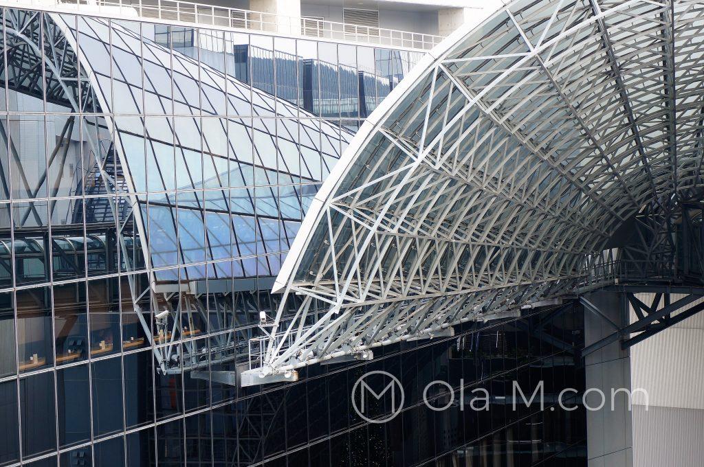 Kioto - dworzec główny: awangardowa konstrukcja dachu ma przypominać wyglądem góry