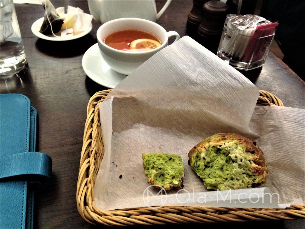 Kuchnia japońska - słodka bułka z dodatkiem herbaty matcha
