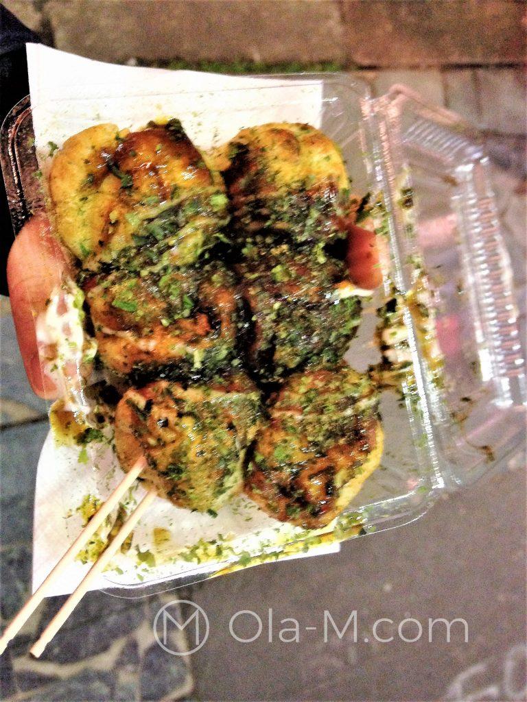 Kuchnia japońska - takoyaki: tako – ośmiornica i yaki - smażenie