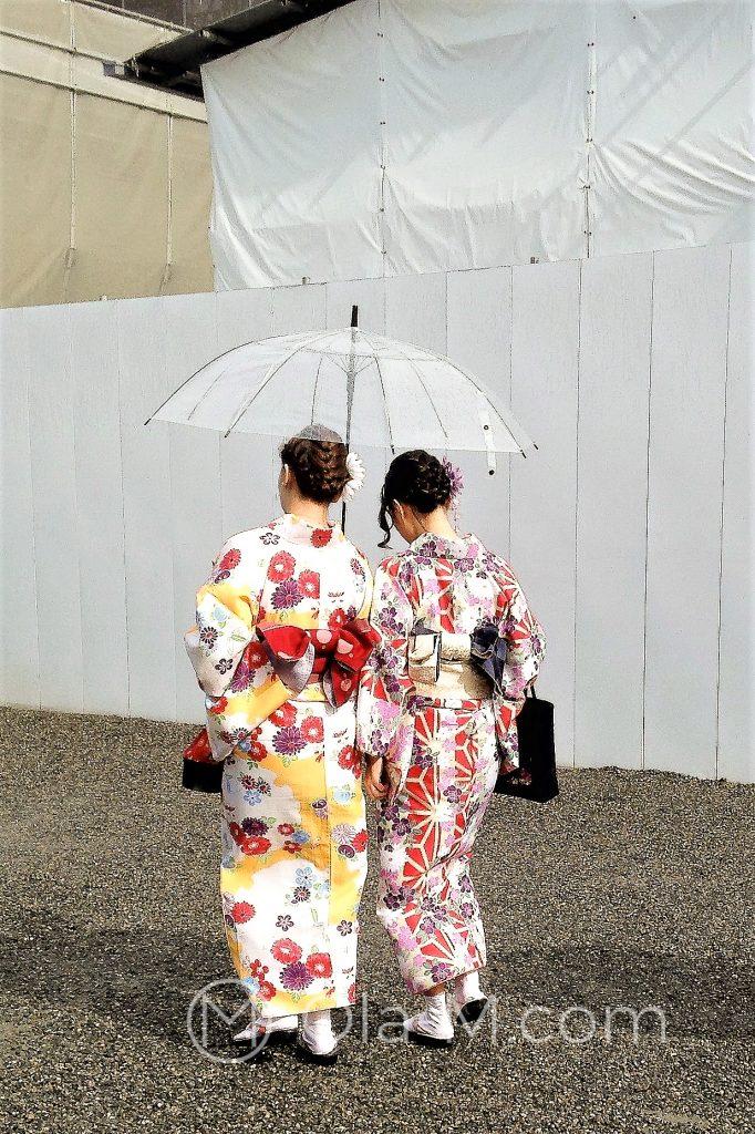 Japonki w tradycyjnych strojach jukata