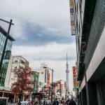 Tokio - Asakusa - bardziej nowoczesne oblicze tej dzielnicy, w tle oczywiście Tokio Tower