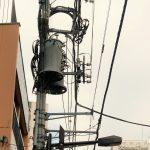 Tokio - Asakusa - kunsztowna plątanina kabli nad głowami