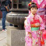 Święto Shichi-go-san - dziewczynka w tradycyjnym stroju - jako siedmiolatka może po raz pierszy założyć pas obi