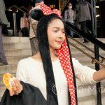 Tokio, Świątynia Senso-ji - i zdecydowanie ekstrawagancka dziewczyna