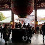 Tokio, Świątynia Senso-ji - widok z głównej hali na dziedziniec