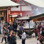 Tokio, Świątynia Senso-ji - a tutaj główne źródło tego dymu
