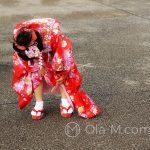 Święto Shichi-go-san - niecodzienny ubiór musi zostać poddany inspekcji, włącznie ze skarpetkami