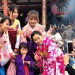 Święto Shichi-go-san - zdjęcia nie tylko z rodziną, ale także z przypadkowymi turystami