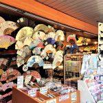 Tokio, Świątynia Senso-ji - jeden ze sklepików przy Namamise-dori, oferujący piękne wachlarze