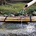 """Tokio - Muzeum Narodowe - typowe japońskie bambusowe """"źródełko wodne"""