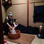 Edo-Tokyo-Museum - scena porodu (po porodzie matki musiały leżeć plackiem przez tydzień - a tromboza zbierała swoje żniwo...)