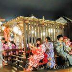 Tokio - Onsen Oedo Monogatari - tłum onsenowiczów w kolorowych yukatach