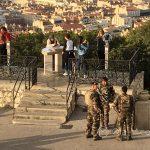 Marsylia - żołnierze przed bazyliką Notre Dame de la Garde - najważniejsze punkty turystyczne i komunikacyjne były pod szczególną ochroną