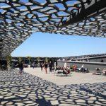 Marsylia - MuCEM - na dachu jest ogolnodostępny taras z leżakami i kafejką