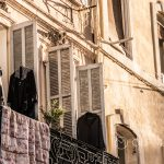 Marsylia - Stare Miasto między Starym Portem i Operą - tutaj toczy się zwyczajne życie
