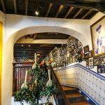 Malaga - Bodega El Pimpi - od razu skojarzyły mi się z krakowskimi lokalami ulokowanymi w piwnicach