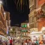 Malaga - Stare Miasto wieczorem - nikogo nie dziwi widok dzieci bawiących się o dziesiątej wieczorem na ulicy