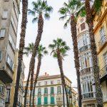 Malaga - Stare Miasto wieczorem - około 17 miasto budzi się do życia