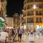 Malaga - Stare Miasto wieczorem - koniec sierpnia, prawie północ, a pogoda jak najbardziej podkoszulkowo - sukienkowa