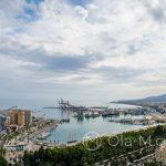 Andaluzja-Malaga - widok na port w Maladze ze wzgórza Gibralfaro