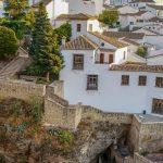 Ronda - Stare Miasto - domy wzdłuż murów obronnych