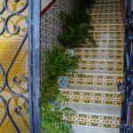 Andaluzyjskie kafelki (azulejos) na klatce schodowej