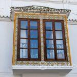 Azulejos na wykuszu okiennym