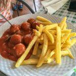 Andaluzja - Ronda - Restauracja Las Banderas - Albondigas, czyli mięsne kuleczki w sosie i do tego patatas fritas