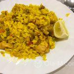 Estation de Benaojan - prosta kuchnia hiszpańska - paella con pollo, czyli ryż z kurczakiem, szafranem i odrobiną warzyw, bardzo dobre danie