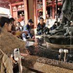 Tokio, Świątynia Senso-ji - rytualne oczyszczenie przy pomocy wody