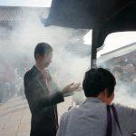 Tokio, Świątynia Senso-ji - rytualne oczyszczenie dymem