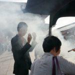 Tokio, Świątynia Senso-ji - oczyszczenie dymem