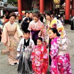 Święto Shichi-go-san - tym razem rodzeństwo: chłopiec w hakamie, dziewczynka w kimonie
