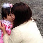 Święto Shichi-go-san - o czym szepcze mamie do ucha ta mała dziewczynka?