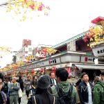 Tokio, Świątynia Senso-ji - uliczka Namamise - sklepik przy sklepiku i tłumy turystów