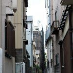 Tokio - dzielnica Ueno, niektóre uliczki są naprawdę wąziuteńkie