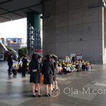 Edo Tokyo Muzeum - dzieci czekające na wejście w absolutnej ciszy