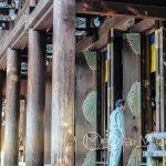 Tokio - Świątynia Meiji - z samego rana odwiedzają ją tylko nieliczni wierni