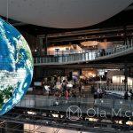 Tokio - Muzeum Miraikan na wyspie Odaiba - aktualne dane pogodowe wyświetlane na tysiącach małych monitorków