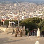 Marsylia - żołnierze przed bazyliką Notre Dame de la Garde - sakrum i profanum wpisują się w klimat tego miasta
