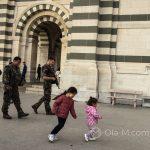 Marsylia - żołnierze przed bazyliką Notre Dame de la Garde