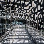 Marsylia - MuCEM - jedna z galerii z charakterystycznym ażurowym dachem z betonu