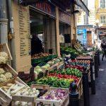 Marsylia - mniej turystyczne zakątki - lokalsi żyją tu w swoim własnym uniwersum