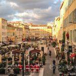 Marsylia - okolice Starego Portu - uroczy plac przy Cours Honoré d'Estienne d'Orves kusi wieloma knajpkami i kafejkami