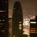 Widok z północnej wieży Tokyo Metropolitan Government na pobliskie wieżowce - zapiera dech w piersiach